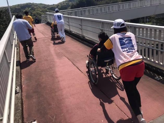 車椅子使用を想定しての津波避難訓練